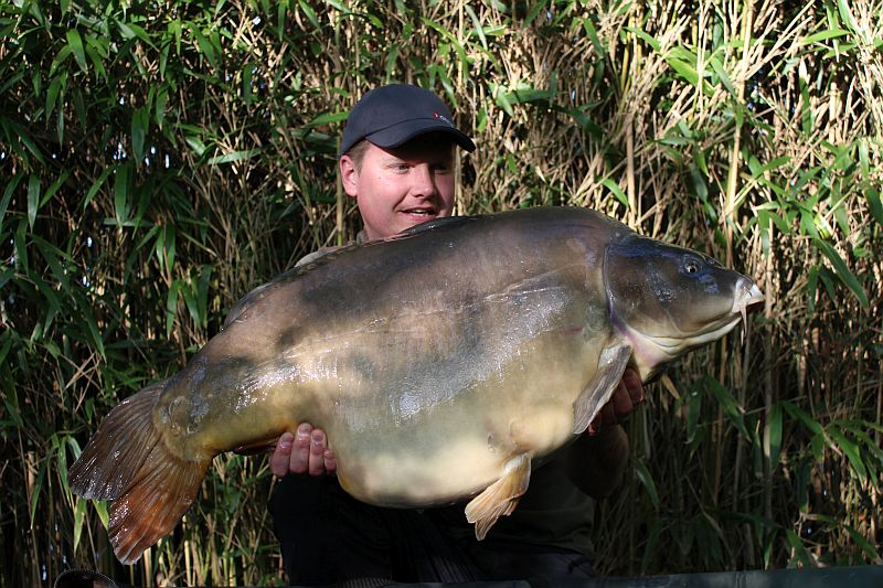 May: Adam Wellings 61lb 2oz PB Mirror